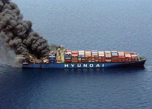 Пожар на контейнеровозе Hyundai Fortune, признанный полной конструктивной потерей.